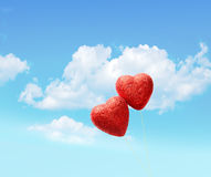 Cartolina d'auguri per il giorno del ` s del biglietto di S. Valentino, con due cuori rossi Fotografia Stock Libera da Diritti
