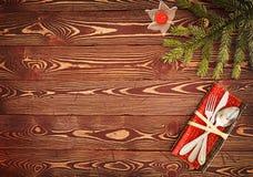 Cartolina d'auguri per il ` s Eve Dinner del nuovo anno Argenteria sui tum di legno Fotografia Stock