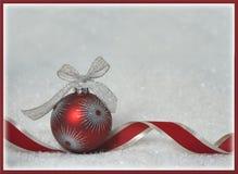 Cartolina d'auguri rossa del fondo di Natale dell'ornamento immagine stock libera da diritti