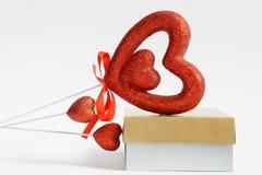 Cartolina del cuore con il cuore del biglietto di S. Valentino di San Valentino del cuore Su fondo bianco congratuli la cartolina fotografia stock libera da diritti