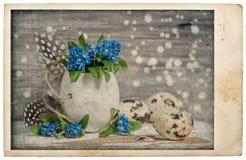 Cartolina dell'annata della decorazione dei fiori delle uova di Pasqua Fotografia Stock