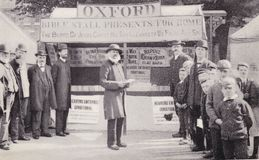 Cartolina della foto della stalla della bibbia, la fiera di St Giles, Oxford, c 1880 immagine stock
