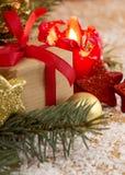 Cartolina di Natale Candela e decoratipon di arrivo Fotografia Stock
