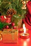 Cartolina di Natale. Champagne, una filiale di un pelliccia-albero Fotografia Stock Libera da Diritti