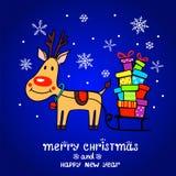 Cartolina di Natale con i cervi ed i regali svegli Fotografie Stock Libere da Diritti