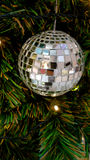 Cartolina di Natale con i rami, i mandarini, le pigne ed il de dell'abete Fotografia Stock Libera da Diritti