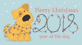 Cartolina di Natale con il cane giallo del fumetto e le luci di Natale Fotografie Stock Libere da Diritti