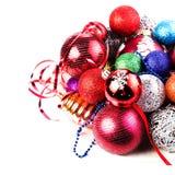 Cartolina di Natale con il mucchio delle palle e delle decorazioni di Natale. Fe Immagine Stock Libera da Diritti