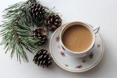 Cartolina di Natale con il posto per testo con la tazza del cofee Fotografia Stock Libera da Diritti