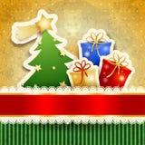 Cartolina di Natale con l'albero ed i regali di carta Fotografia Stock Libera da Diritti