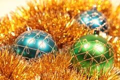 Cartolina di Natale con le decorazioni dell'natale-albero Fotografia Stock