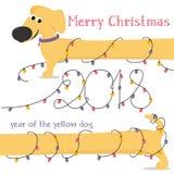Cartolina di Natale con le luci del bassotto tedesco e di Natale del cane giallo del fumetto Immagini Stock