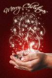 Cartolina di Natale con le mani di un bambino nel rosso Fotografie Stock
