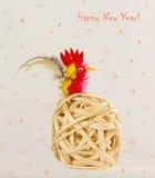 Cartolina di Natale con un gallo Anno del gallo nell'oroscopo cinese Immagini Stock
