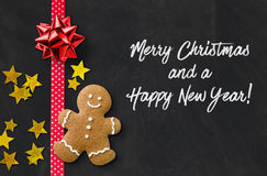 Cartolina di Natale con un uomo di pan di zenzero Fotografia Stock