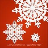 Cartolina di Natale dei fiocchi di neve di Applique su colore rosso Fotografie Stock