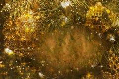 Cartolina di Natale elegante in verdi ed ori Fotografie Stock Libere da Diritti