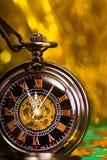 Cartolina di Natale fondo con un orologio e le decorazioni Macro Fotografie Stock