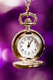 Cartolina di Natale fondo con un orologio e le decorazioni Macro Fotografia Stock Libera da Diritti