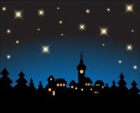 Cartolina di Natale - paesaggio nevoso di notte Immagini Stock