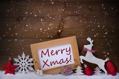 Cartolina di Natale rossa, fiocchi di neve, natale allegro, renna e palla Immagini Stock