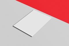 Cartolina e copertura del modello Carta del Libro Bianco sul fondo di colore e di grey Immagini Stock