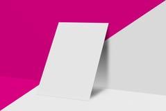 Cartolina e copertura del modello Carta del Libro Bianco sul fondo di colore e di grey Fotografia Stock Libera da Diritti