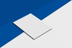 Cartolina e copertura del modello Carta del Libro Bianco sul fondo di colore e di grey Fotografie Stock Libere da Diritti