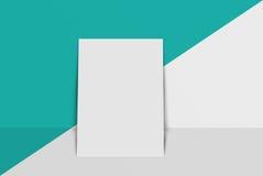 Cartolina e copertura del modello Carta del Libro Bianco sul fondo di colore e di grey Immagini Stock Libere da Diritti