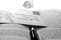 Cartolina e libro dell'annata Fotografia Stock Libera da Diritti