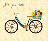 Cartolina per la persona, che ama egualmente la bici e la donna Bicicletta della città con la merce nel carrello dei fiori Fondo  Immagini Stock