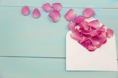 Cartoline bianche in bianco, cartolina vuota, postcrossing, lettera di amore Natura morta, vista superiore, spazio della copia Gr Immagine Stock Libera da Diritti