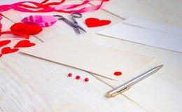 Cartoline d'auguri in bianco il giorno del ` s del biglietto di S. Valentino Fotografia Stock