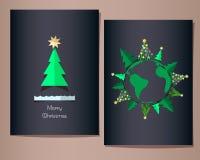 Cartoline d'auguri di Natale messe, illustrazione Abeti intorno al pianeta Terra Fotografia Stock Libera da Diritti