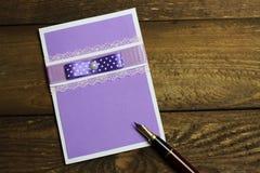 Cartoline d'auguri e penna fatte a mano Fotografie Stock