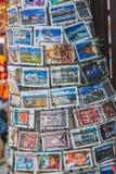 Cartoline nepalesi da vendere a Kathmandu immagini stock