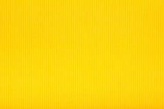 Cartone giallo del cartone ondulato, fondo di struttura, variopinto fotografie stock