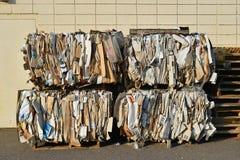 Cartone impacchettato per riciclare Fotografia Stock