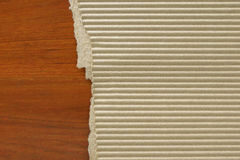 Cartone ondulato sul fondo di legno della tavola Immagine Stock Libera da Diritti