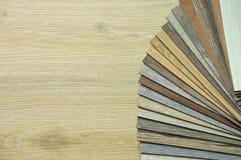 Cartons gris stratifiés plancher en bois de texture, échantillons de stratifié Images stock
