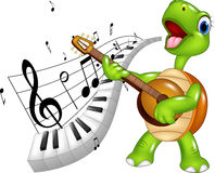 Cartoon happy turtle singing Royalty Free Stock Images