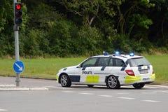 cartoonish samochodowy wizerunek odizolowywał stylowego policja biel zdjęcia royalty free