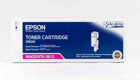 Cartouche de toner magenta d'Epson sur un fond blanc Image libre de droits