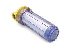 Cartouche filtrante de l'eau de sédiment dans le récipient en plastique transparent photo stock