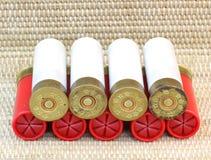 Cartouches 11 et 12 de fusil de chasse Photos libres de droits
