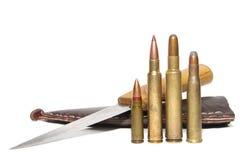 Cartouches et couteau de chasse Photos stock