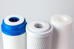 Cartouches filtrantes de l'eau photographie stock