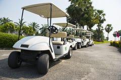 carts электрический рядок гольфа Стоковые Фотографии RF