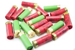 12 cartucce per fucili a canna liscia del calibro isolate Fotografia Stock Libera da Diritti