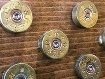 12 cartucce per fucili a canna liscia del calibro usate per creare le stelle in una bandiera americana Fotografia Stock Libera da Diritti
